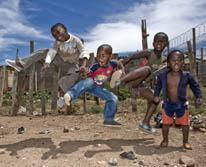 kids-toms-shoes_socialnerdia