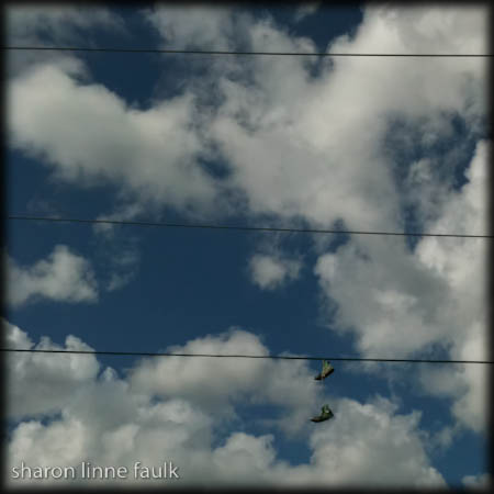 wpid3223-110209-shoefiti.jpg