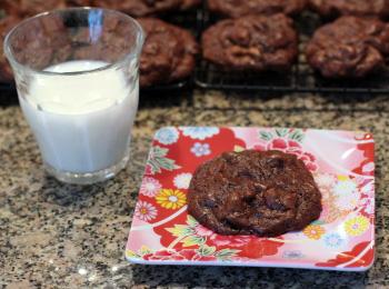 chocolate-chocolate-chunk-cookies-2.JPG