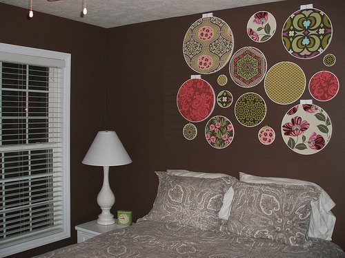 Фото как украсить стены тканью