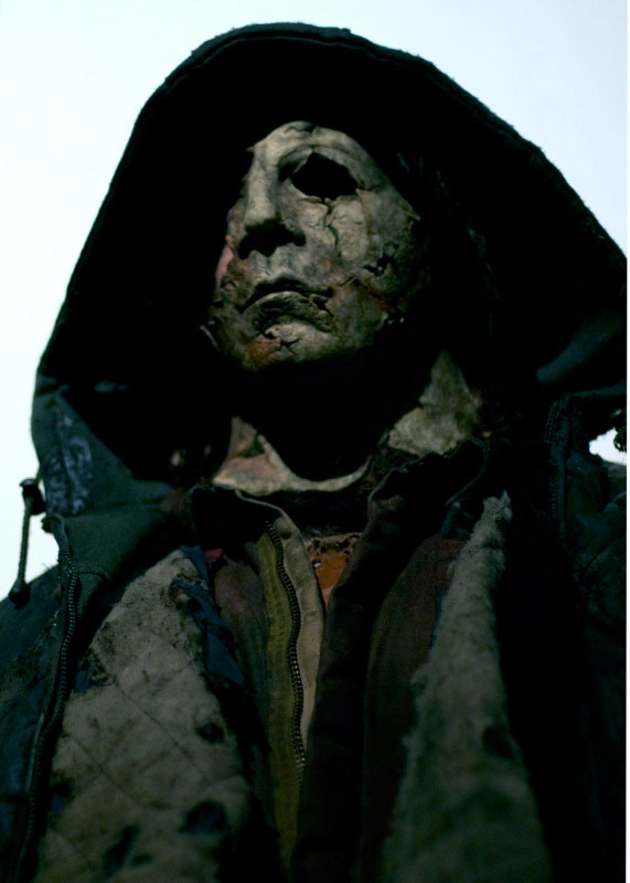 2 New Pics of Michael Myers in HALLOWEEN 2 With and Without his ...