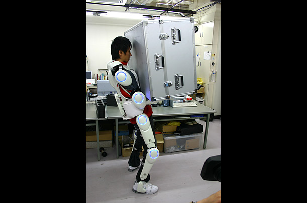robot_suit_03