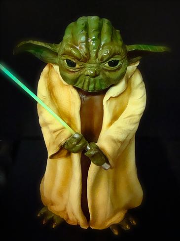 Yoda-Cake-Glowing-Saber