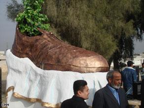 shoe-monument