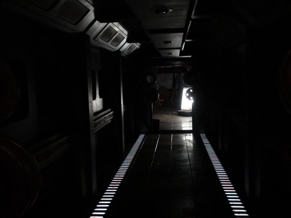 stargate-universe-corridor1