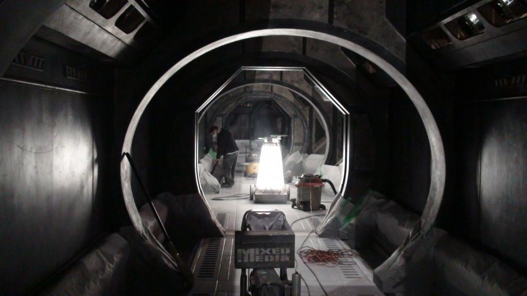 stargate-universe-corridor3