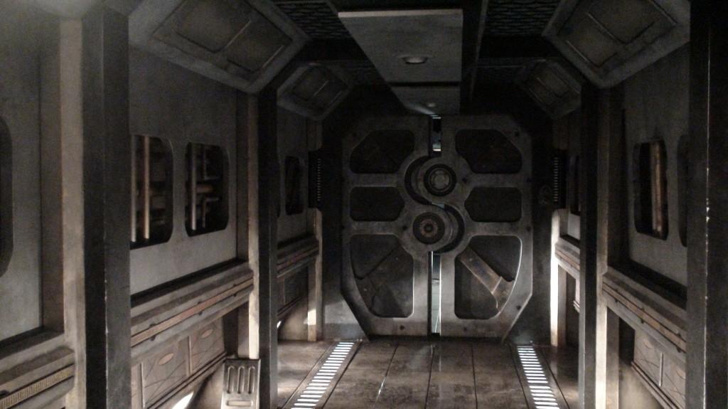 stargate-universe-corridor5