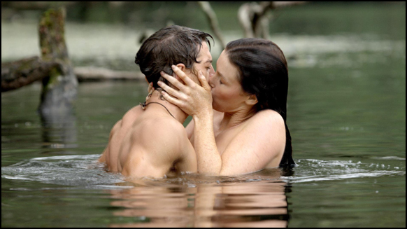 Richard and Kahlan kiss in the water