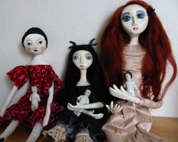 Dolls_w_small_dolls