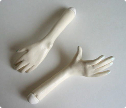 Bess_hands