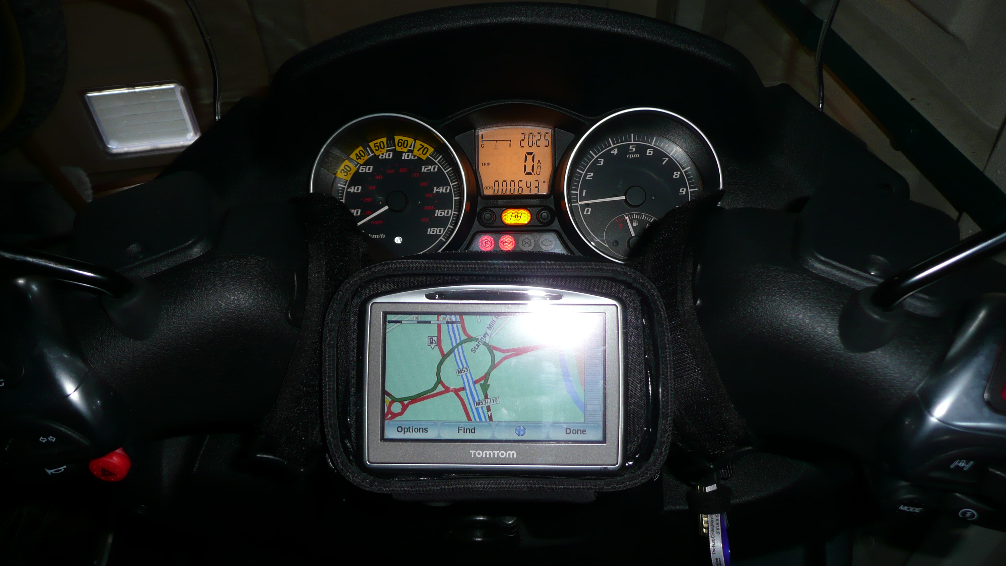 TomTom 520 on a Piaggio MP3