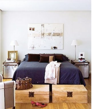 masculine-bedroom-with-wooden-trunks