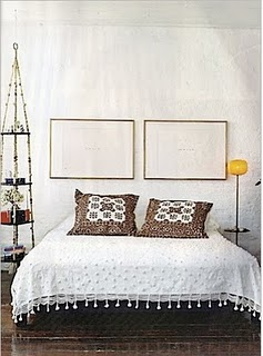 balance-without-symmetry-white-bedroom