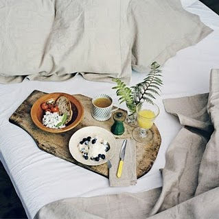 breakfast-in-linen-bed