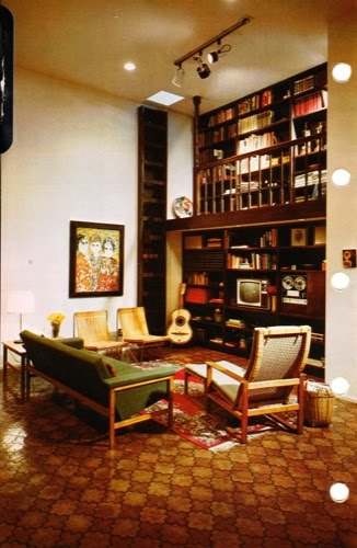 70s-floor-to-ceiling-book-shelf