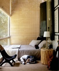 natural-materials-wood-linen-big-windows