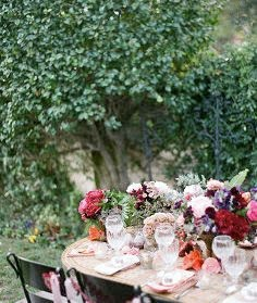 table-bright-flower-arrangements