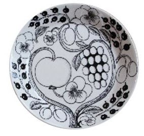 black-and-white-fruit-flower-plate