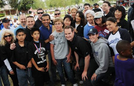 Some ShareFest leaders pose with Mayor Villaraigosa
