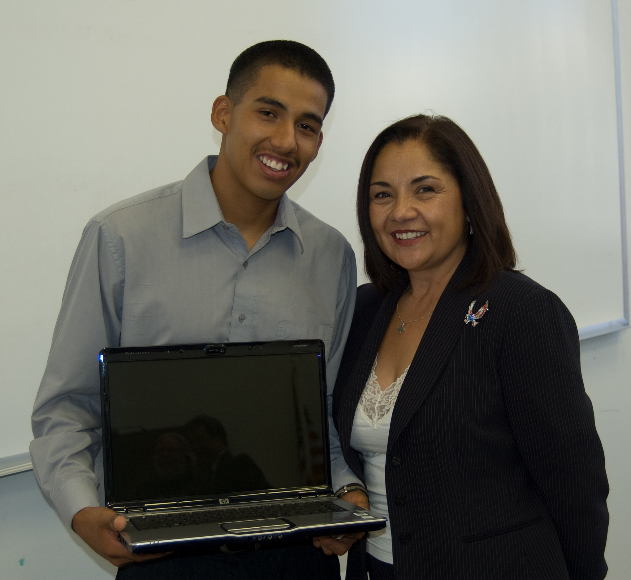 Esteban received his new computer that helped him get a 3.0 GPA his first year at UC San Diego.