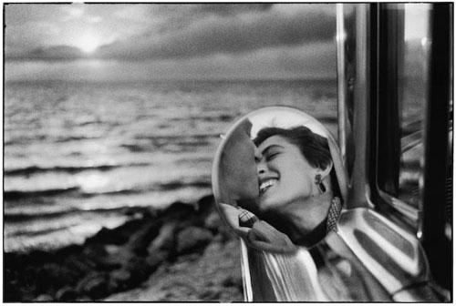 Elliott_Erwitt_Photo_Santa_Monica_California_Couple_Kissing_Car_ocean_1955.jpg