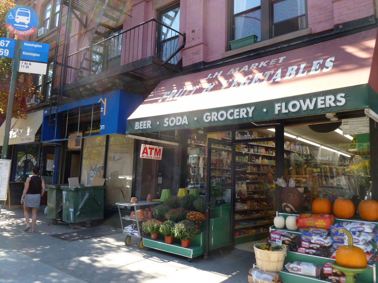 Blue apron park slope - J H Market The Small Bodega Owned By The Lee Family On Seventh Between 11th And 12th Has Taken Over The Vacated Real Estate Office Next Door And Is In