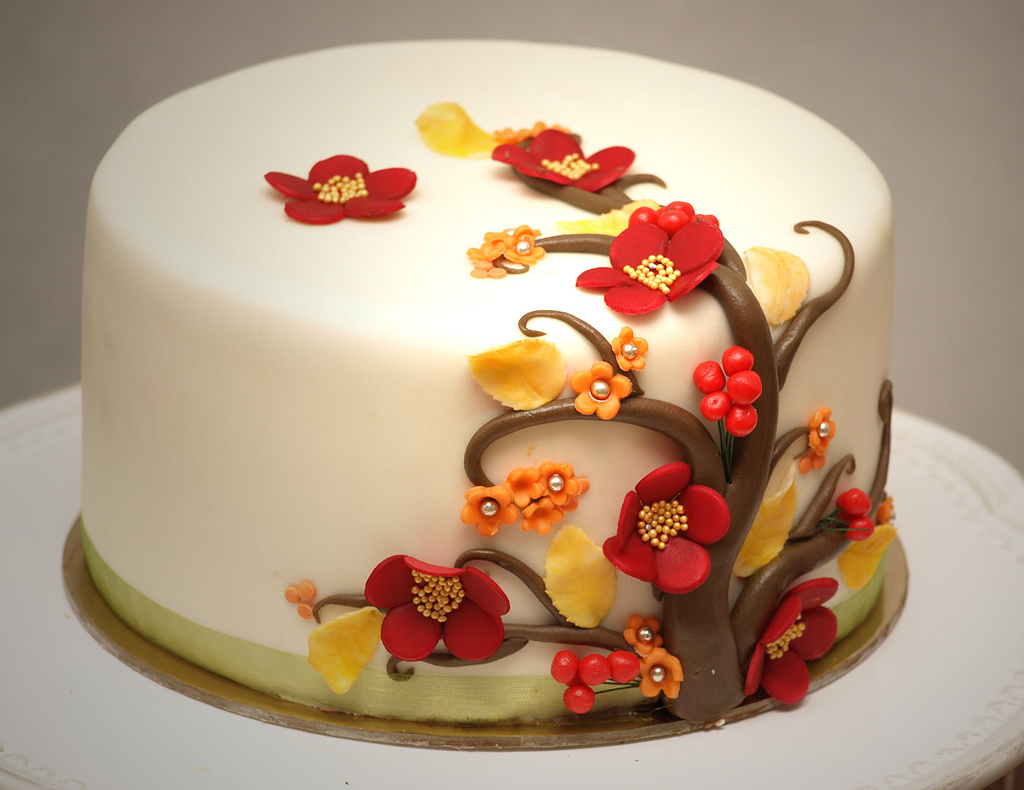 Fall tree and flowers cakes pinterest for Autumn cake decoration