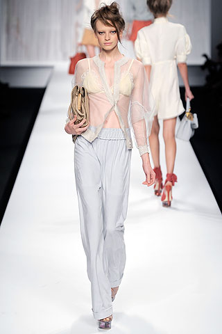 Photo of Fendi Spring 2010 RTW, courtesy of www.Style.com